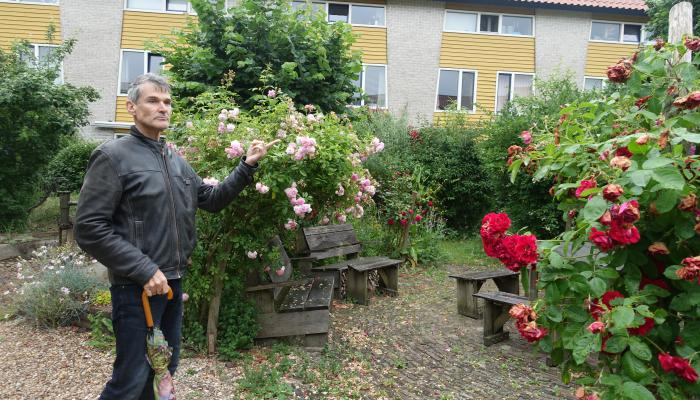 Eva Lanxmeer社區居民蓋文為訪客解說導覽