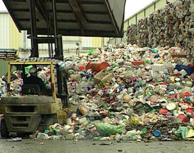 在塑膠製品來不及被大眾了解的情況下,似乎成為萬惡不赦的全民公敵。然而近幾年在垃圾費隨袋徵收的施行,以及資源回收觀念日漸普及的情形下,同樣是塑膠廢棄物,有的塑膠材料,命運已經跟往常不一樣。